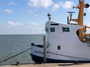 Fähre nach Baltrum im Hafen von Neßmersiel