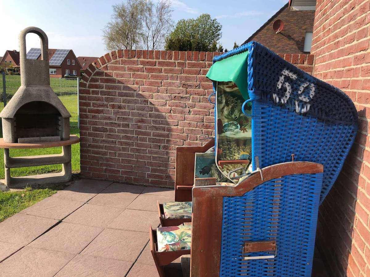 Terrasse mit Strandkorb + Grillkamin