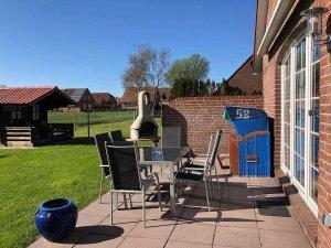 Terrasse und Garten Seitenansicht